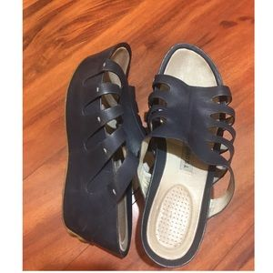 TSUBO Women's wedge sandals size 11